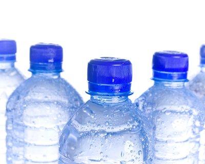 Вода в пляшках